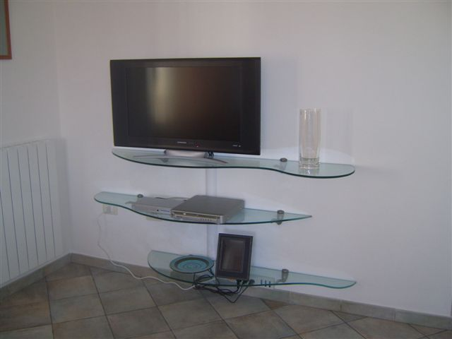 Casa immobiliare, accessori: mensole tv